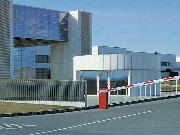 Montaggio-di-sbarre-per-parcheggi-industriali-piacenza